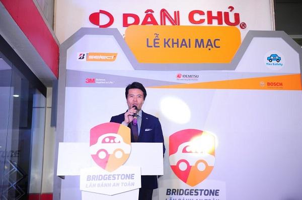 3-chuong-trinh-bridgestone-lan-banh-an-toan-da-chao-don-hon-200-khach-hang-cham-soc-cho-100-xe-kiem-tra-hon-500-lop-bao-gom-ca-lop-du-phong