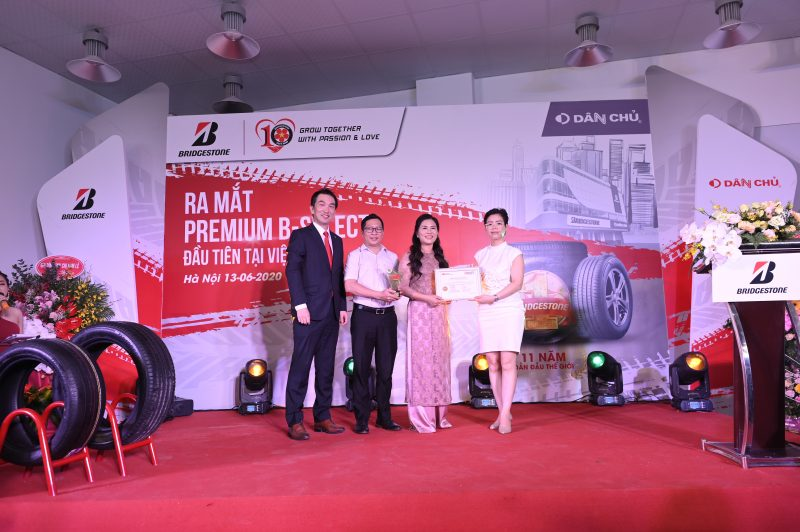 3M Việt Nam trao bằng chứng nhận cho Dân Chủ